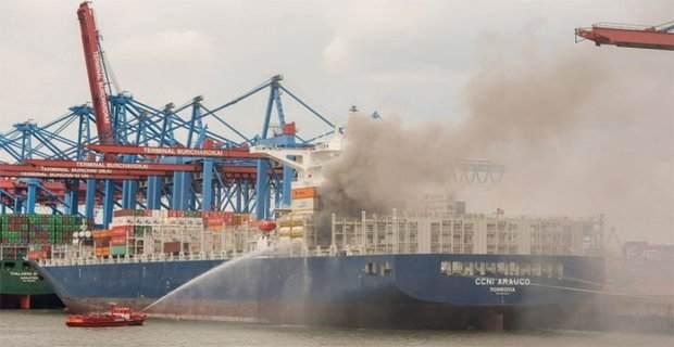 Containership στις φλόγες στο λιμάνι του Αμβούργου - e-Nautilia.gr | Το Ελληνικό Portal για την Ναυτιλία. Τελευταία νέα, άρθρα, Οπτικοακουστικό Υλικό