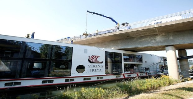 Cruise ship called 'Viking Freya' is seen after a collision with a bridge at Main-Donau-Kanal in Erlangen, Germany, September 11, 2016. REUTERS/Michaela Rehle