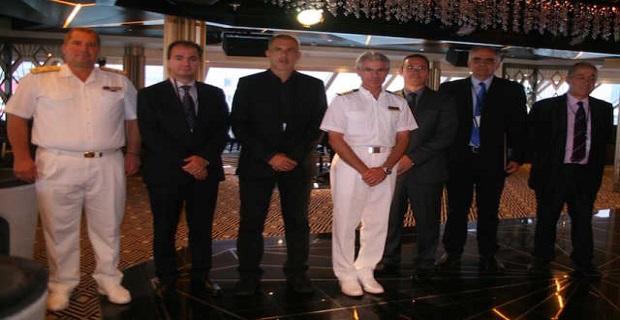 Με τιμητική πλακέτα υποδέχθηκε ο ΟΛΠ το εντυπωσιακό κρουαζιερόπλοιο Seven Seas Explorer (video) - e-Nautilia.gr | Το Ελληνικό Portal για την Ναυτιλία. Τελευταία νέα, άρθρα, Οπτικοακουστικό Υλικό