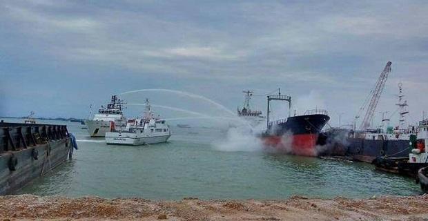 Φονική έκρηξη σε ινδονησιακό τάνκερ (video) - e-Nautilia.gr   Το Ελληνικό Portal για την Ναυτιλία. Τελευταία νέα, άρθρα, Οπτικοακουστικό Υλικό
