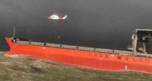 Σύγκρουση εμπορικού πλοίου με φορτηγίδα σε καταιγίδα στην Αγγλία (photos)