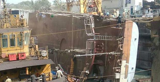 Πλοίο του Ινδικού Ναυτικού ανατράπηκε σε ναυπηγείο – Δύο νεκροί - e-Nautilia.gr   Το Ελληνικό Portal για την Ναυτιλία. Τελευταία νέα, άρθρα, Οπτικοακουστικό Υλικό