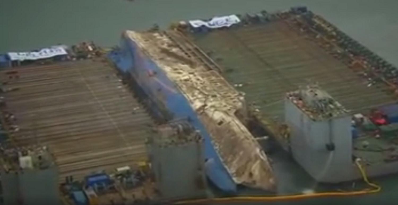 Βίντεο με την ανέλκυση του τραγικού πλοίου Sewol που στοίχησε την ζωή σε περισσότερους από 300 ανθρώπους - e-Nautilia.gr | Το Ελληνικό Portal για την Ναυτιλία. Τελευταία νέα, άρθρα, Οπτικοακουστικό Υλικό
