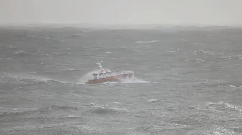 Βίντεο με την  αποβίβαση πλοηγού από δεξαμενόπλοιο  εν μέσω θαλασσοταραχής! - e-Nautilia.gr | Το Ελληνικό Portal για την Ναυτιλία. Τελευταία νέα, άρθρα, Οπτικοακουστικό Υλικό