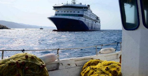 Ο επαγγελματισμός του πληρώματος του Blue Star Patmos και οι Ελληνάρες που έχουν άποψη για όλα - e-Nautilia.gr   Το Ελληνικό Portal για την Ναυτιλία. Τελευταία νέα, άρθρα, Οπτικοακουστικό Υλικό