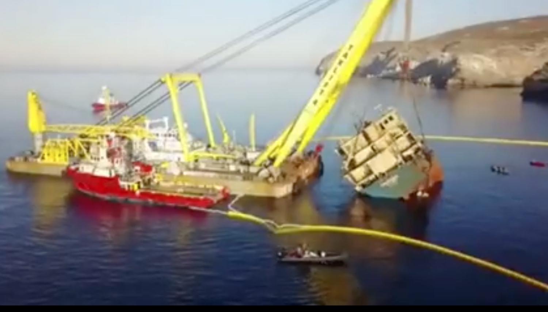 Βίντεο από την ανέλκυση του φορτηγού πλοίου Carbera στην Άνδρο - e-Nautilia.gr | Το Ελληνικό Portal για την Ναυτιλία. Τελευταία νέα, άρθρα, Οπτικοακουστικό Υλικό