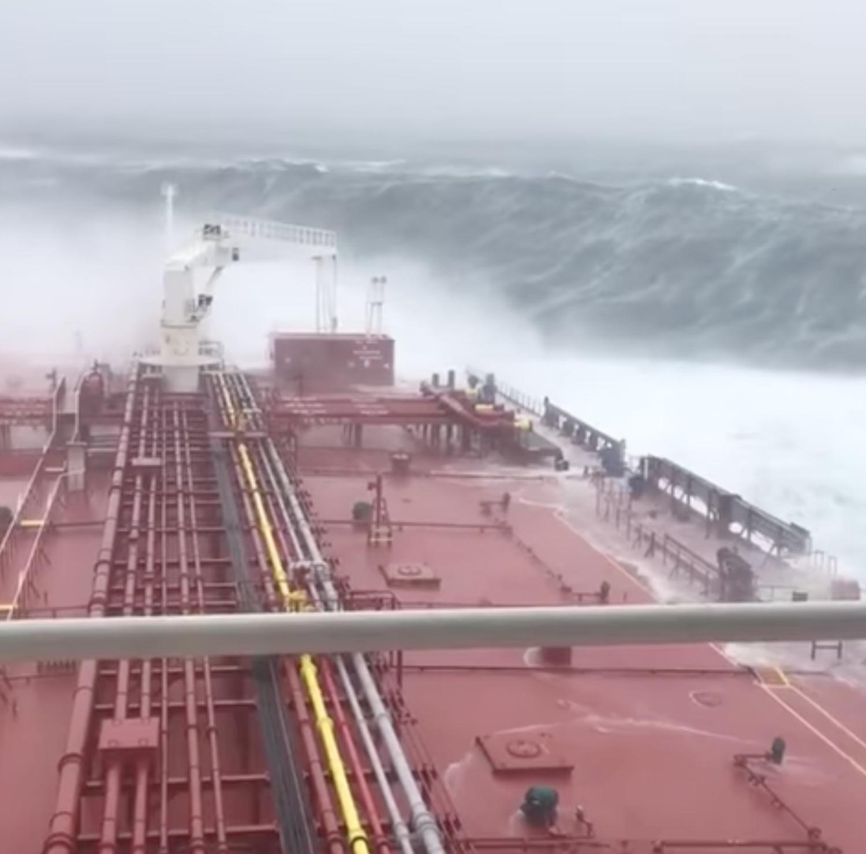 ΒΙΝΤΕΟ: Δεξαμενόπλοιο έπεσε σε σφοδρή καταιγίδα στα ανοικτά της Ισλανδίας! - e-Nautilia.gr | Το Ελληνικό Portal για την Ναυτιλία. Τελευταία νέα, άρθρα, Οπτικοακουστικό Υλικό