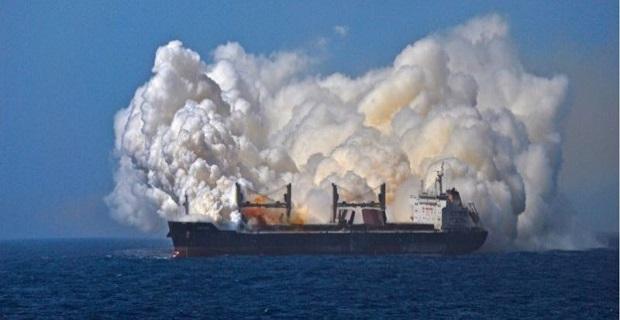 Δείτε τι συμβαίνει όταν καίγεται πλοίο φορτωμένο με λίπασμα - e-Nautilia.gr | Το Ελληνικό Portal για την Ναυτιλία. Τελευταία νέα, άρθρα, Οπτικοακουστικό Υλικό