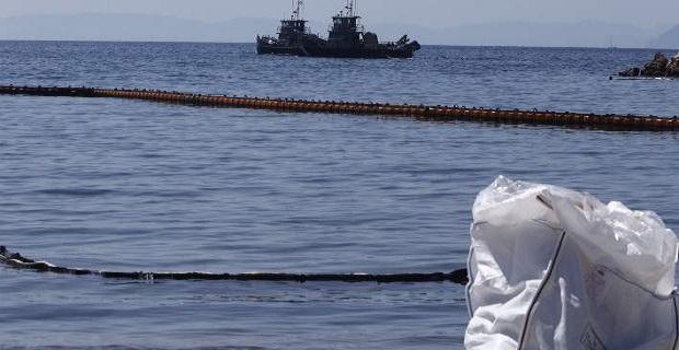 Ολοκληρώνονται σταδιακά οι εργασίες καθαρισμού των ακτών του παραλιακού μετώπου – Αποσύρονται τα πλωτά φράγματα - e-Nautilia.gr | Το Ελληνικό Portal για την Ναυτιλία. Τελευταία νέα, άρθρα, Οπτικοακουστικό Υλικό