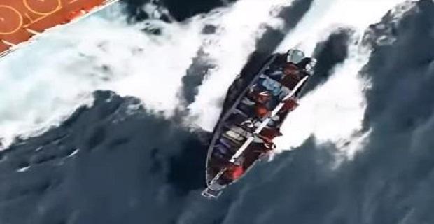 Πειρατές καταγράφονται εν δράσει σε πρόσφατο video - e-Nautilia.gr   Το Ελληνικό Portal για την Ναυτιλία. Τελευταία νέα, άρθρα, Οπτικοακουστικό Υλικό