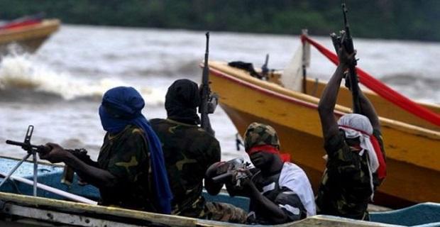 Ανταλλαγή πυρών μεταξύ Σομαλών πειρατών και ένοπλων φρουρών σε φορτηγό πλοίο - e-Nautilia.gr | Το Ελληνικό Portal για την Ναυτιλία. Τελευταία νέα, άρθρα, Οπτικοακουστικό Υλικό