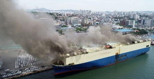 Πυρκαγιά σε πλοίο μεταφοράς αυτοκινήτων [βίντεο] - e-Nautilia.gr | Το Ελληνικό Portal για την Ναυτιλία. Τελευταία νέα, άρθρα, Οπτικοακουστικό Υλικό