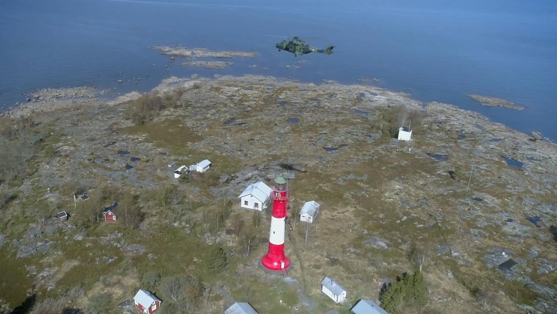 Ελικόπτερο βγάζει παλιό ραντάρ από φάρο! (Video) - e-Nautilia.gr | Το Ελληνικό Portal για την Ναυτιλία. Τελευταία νέα, άρθρα, Οπτικοακουστικό Υλικό
