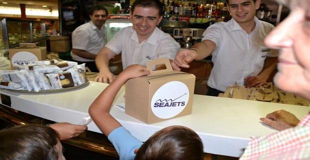 To Tera Jet υποδέχτηκε 500 παιδιά πυρόπληκτων οικογενειών στα οποία προσφέρθηκαν παιχνίδια, φαγητο και παγωτό - e-Nautilia.gr | Το Ελληνικό Portal για την Ναυτιλία. Τελευταία νέα, άρθρα, Οπτικοακουστικό Υλικό