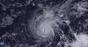 Ισχυρός κυκλώνας κατηγορίας 4 κατευθύνεται απειλητικά προς την Χαβάη