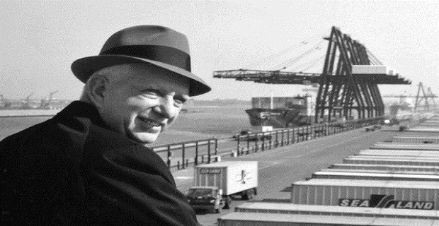 Malcom McLean : Ένας ηγέτης και οραματιστής που άλλαξε το παγκόσμιο εμπόριο