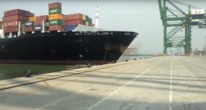 ΒΙΝΤΕΟ: Πλοίο κοντέινερ μήκους 335 μέτρων προσέκρουσε σε προβλήτα
