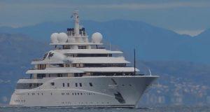 ΕΝΤΥΠΩΣΙΑΚΟ : Οταν ήρθαν στο λιμάνι του Πειραιά 2 απο τις μεγαλύτερες θαλαμηγούς του κόσμου [video]