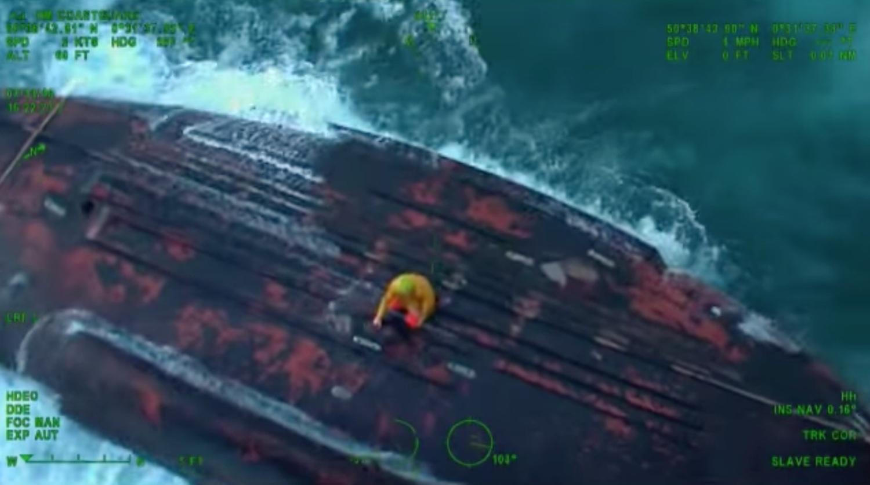 ΒΙΝΤΕΟ: Δραματική διάσωση ψαράδων από αναποδογυρισμένο αλιευτικό σκάφος - e-Nautilia.gr | Το Ελληνικό Portal για την Ναυτιλία. Τελευταία νέα, άρθρα, Οπτικοακουστικό Υλικό