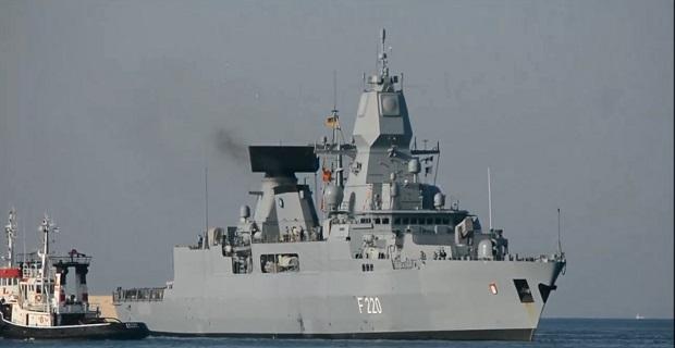 Η Γερμανική φρεγάτα FGS HAMBURG F220 στο λιμάνι του Πειραιά [video]