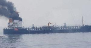 Πυρκαγιά σε δεξαμενόπλοιο- 18 μέλη του πληρώματος εγκατέλειψαν το πλοίο