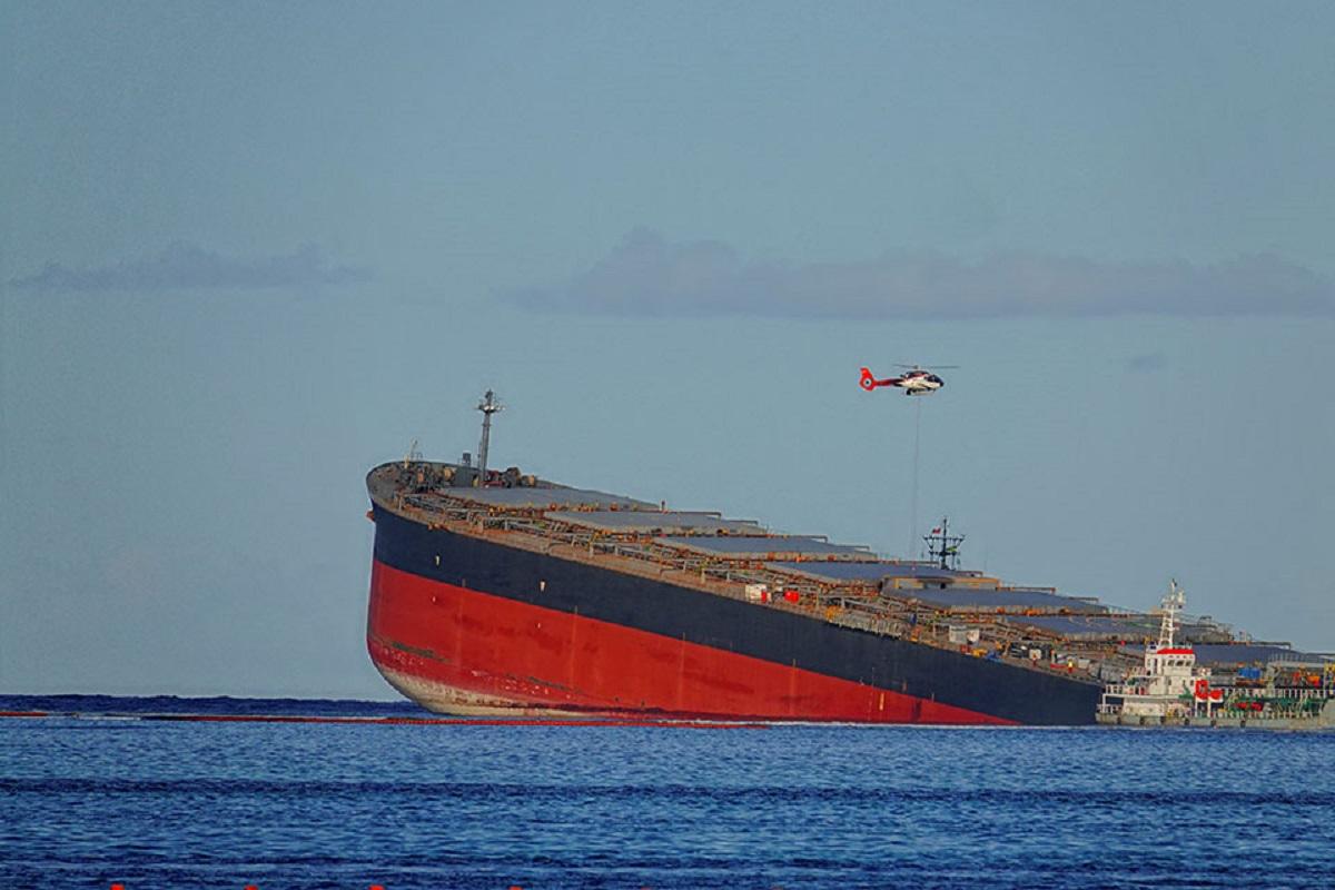 Μαυρίκιος: Κόπηκε στα δύο το φορτηγό πλοίο που είχε προσαράξει σε ύφαλo [φωτο] - e-Nautilia.gr   Το Ελληνικό Portal για την Ναυτιλία. Τελευταία νέα, άρθρα, Οπτικοακουστικό Υλικό