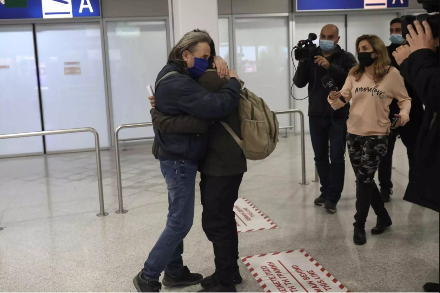 Επέστρεψαν στην Ελλάδα οι τρεις ναυτικοί που είχαν απαχθεί από πειρατές στη Νιγηρία (video) - e-Nautilia.gr | Το Ελληνικό Portal για την Ναυτιλία. Τελευταία νέα, άρθρα, Οπτικοακουστικό Υλικό