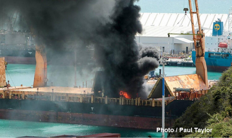 Πυρκαγιά ξέσπασε σε φορτηγό πλοίο μετά από έκρηξη - e-Nautilia.gr | Το Ελληνικό Portal για την Ναυτιλία. Τελευταία νέα, άρθρα, Οπτικοακουστικό Υλικό
