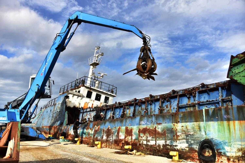 Ξεκίνησε η διάλυση και απομάκρυνση του «Ελίζαμπεθ» από το λιμάνι των Ν. Μουδανιών - e-Nautilia.gr | Το Ελληνικό Portal για την Ναυτιλία. Τελευταία νέα, άρθρα, Οπτικοακουστικό Υλικό