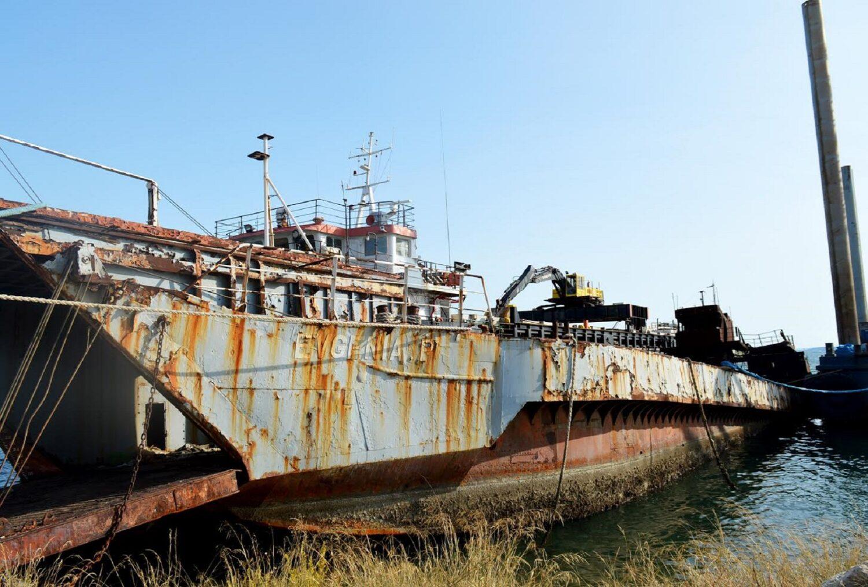 Πέντε ναυάγια και επικίνδυνα-επιβλαβή πλοία απομακρύνθηκαν οριστικά από τον κόλπο της Ελευσίνας (photo) - e-Nautilia.gr | Το Ελληνικό Portal για την Ναυτιλία. Τελευταία νέα, άρθρα, Οπτικοακουστικό Υλικό