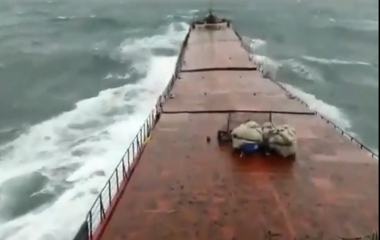Συγκλονιστικό βίντεο με φορτηγό πλοίο που κόβεται στα δύο και βουλιάζει (video) - e-Nautilia.gr | Το Ελληνικό Portal για την Ναυτιλία. Τελευταία νέα, άρθρα, Οπτικοακουστικό Υλικό
