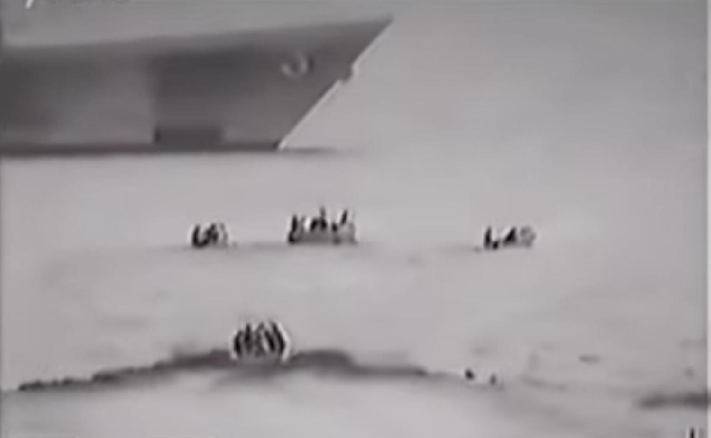 Σομαλοί πειρατές επιτίθενται κατά λάθος σε πολεμικό πλοίο (Video) - e-Nautilia.gr | Το Ελληνικό Portal για την Ναυτιλία. Τελευταία νέα, άρθρα, Οπτικοακουστικό Υλικό