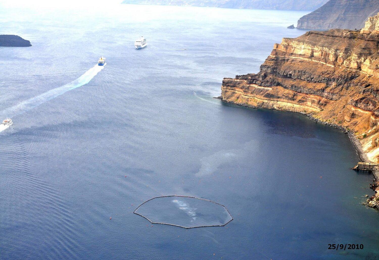 Το ναυάγιο του SEA DIAMOND στη Σαντορίνη εκπέμπει σήμα κινδύνου!! - e-Nautilia.gr | Το Ελληνικό Portal για την Ναυτιλία. Τελευταία νέα, άρθρα, Οπτικοακουστικό Υλικό