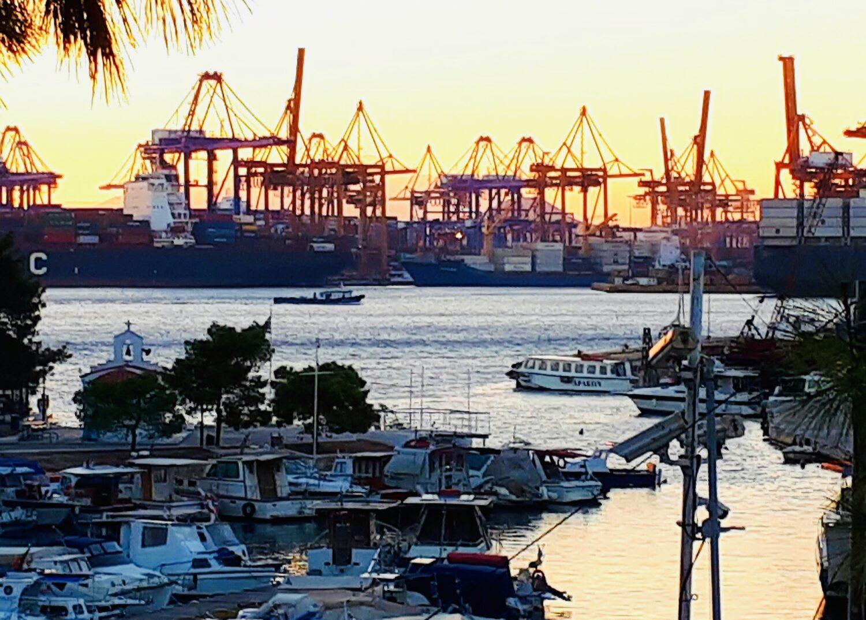 Επακούμβηση φορτηγού πλοίου με Ε/Γ- Ο/Γ πλοίο στο Κερατσίνι - e-Nautilia.gr | Το Ελληνικό Portal για την Ναυτιλία. Τελευταία νέα, άρθρα, Οπτικοακουστικό Υλικό