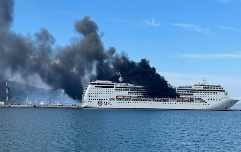 Φωτιά σε κρουαζιερόπλοιο στο λιμάνι της Κέρκυρας - e-Nautilia.gr | Το Ελληνικό Portal για την Ναυτιλία. Τελευταία νέα, άρθρα, Οπτικοακουστικό Υλικό