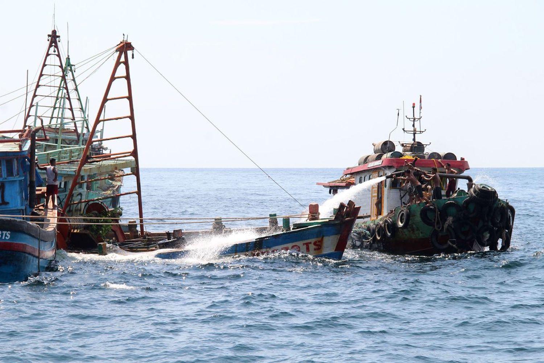 17 άτομα αγνοούνται έπειτα από σύγκρουση αλιευτικού με φορτηγό πλοίο - e-Nautilia.gr | Το Ελληνικό Portal για την Ναυτιλία. Τελευταία νέα, άρθρα, Οπτικοακουστικό Υλικό