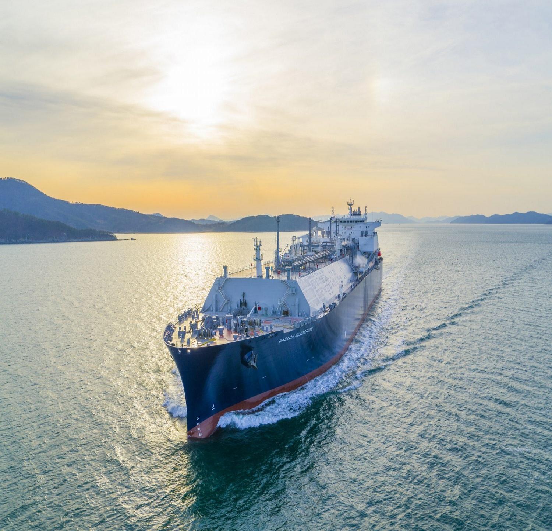 Οκτώ ναυαγούς  διέσωσε το GasLog Warsaw του Πήτερ Λιβανού - e-Nautilia.gr | Το Ελληνικό Portal για την Ναυτιλία. Τελευταία νέα, άρθρα, Οπτικοακουστικό Υλικό