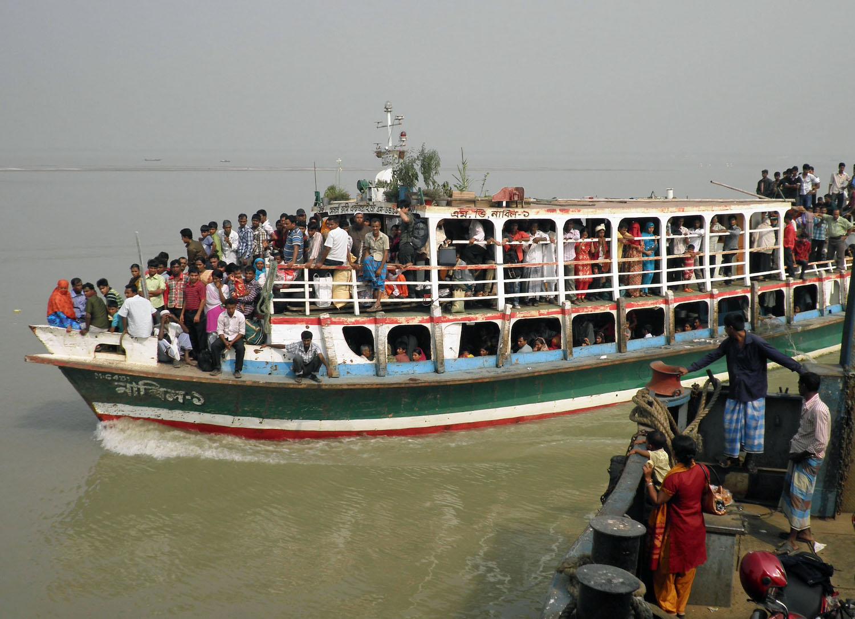 26 νεκροί από σύγκρουση φέρι με φορτηγό πλοίο στο Μπανγκλαντές - e-Nautilia.gr | Το Ελληνικό Portal για την Ναυτιλία. Τελευταία νέα, άρθρα, Οπτικοακουστικό Υλικό
