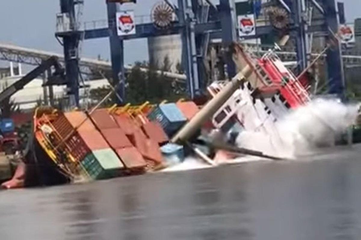 Containership ανατράπηκε στο λιμάνι (video) - e-Nautilia.gr | Το Ελληνικό Portal για την Ναυτιλία. Τελευταία νέα, άρθρα, Οπτικοακουστικό Υλικό