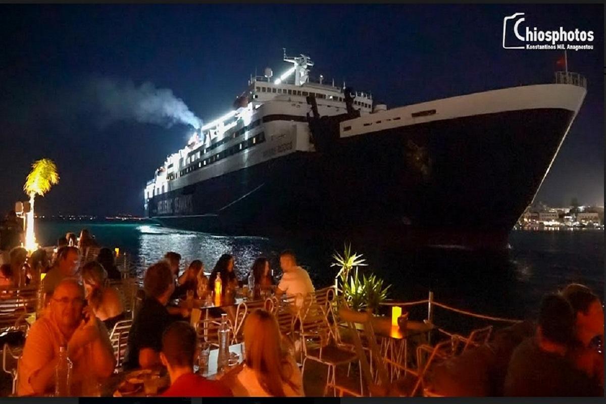 Το μοναδικό μπαρ στην Ελλάδα όπου το πλοίο περνάει μία ανάσα από τους θαμώνες (video) - e-Nautilia.gr | Το Ελληνικό Portal για την Ναυτιλία. Τελευταία νέα, άρθρα, Οπτικοακουστικό Υλικό