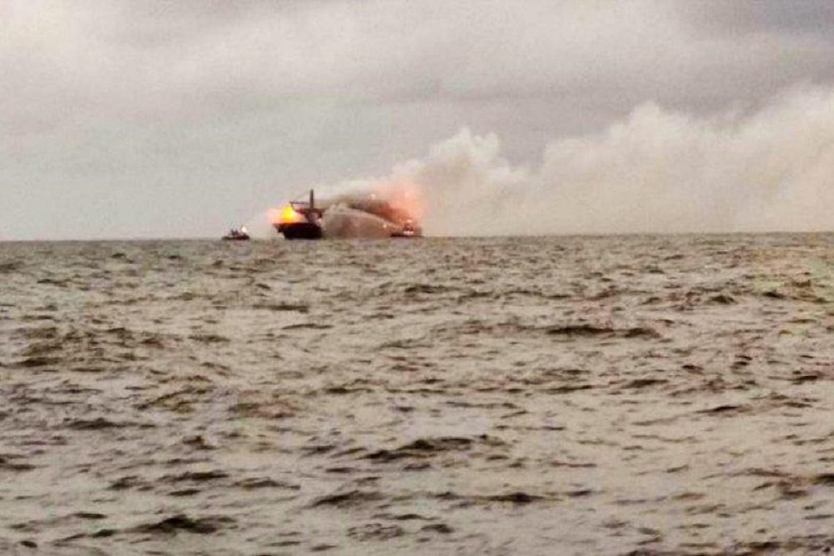 Η Σρι Λάνκα διώχνει από τα χωρικά της ύδατα το πλοίο που πήρε φωτιά! - e-Nautilia.gr   Το Ελληνικό Portal για την Ναυτιλία. Τελευταία νέα, άρθρα, Οπτικοακουστικό Υλικό