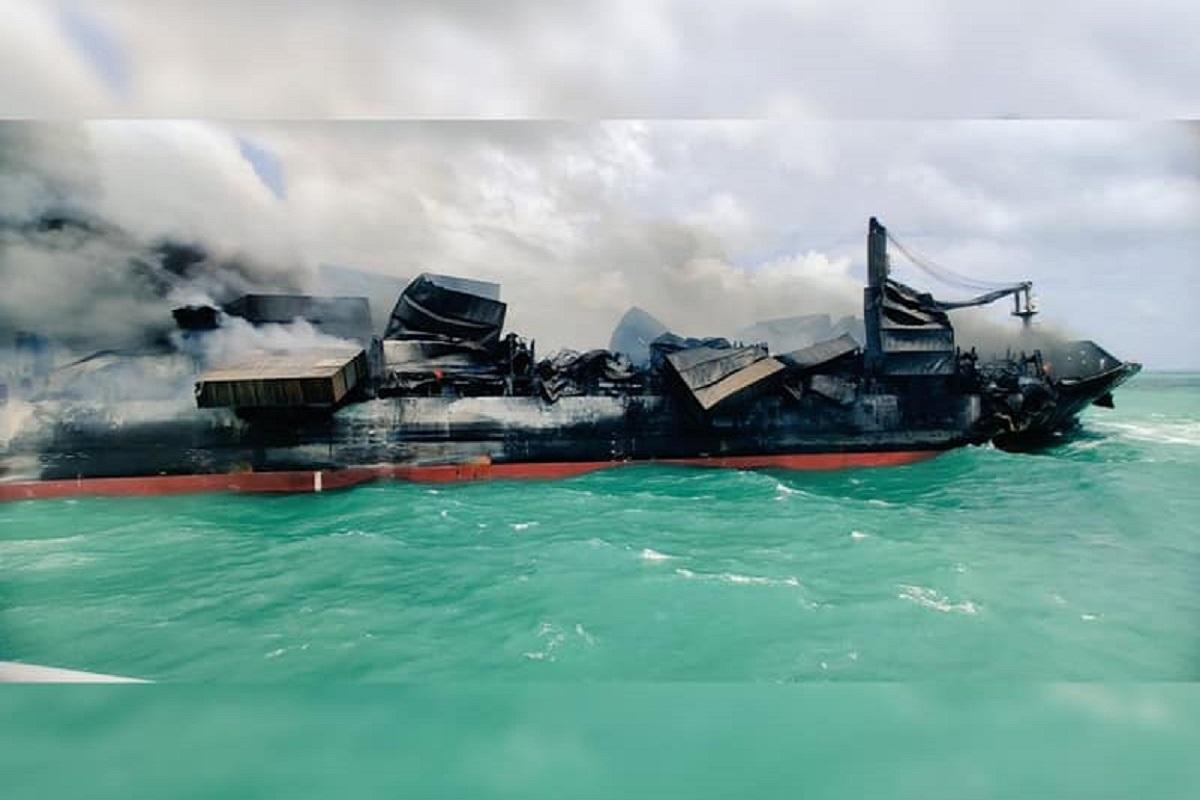 Η Σρι Λάνκα προετοιμάζεται για μεγάλη διαρροή πετρελαίου στη θάλασσα από το καιόμενο πλοίο - e-Nautilia.gr | Το Ελληνικό Portal για την Ναυτιλία. Τελευταία νέα, άρθρα, Οπτικοακουστικό Υλικό
