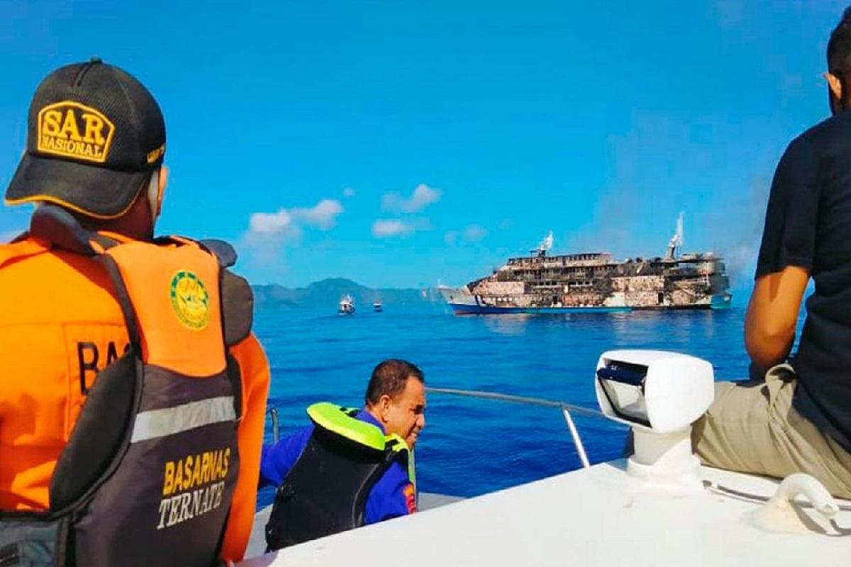 Πυρκαγιά σε επιβατηγό πλοίο με 200 άτομα στην Ινδονησία (photo & video) - e-Nautilia.gr | Το Ελληνικό Portal για την Ναυτιλία. Τελευταία νέα, άρθρα, Οπτικοακουστικό Υλικό