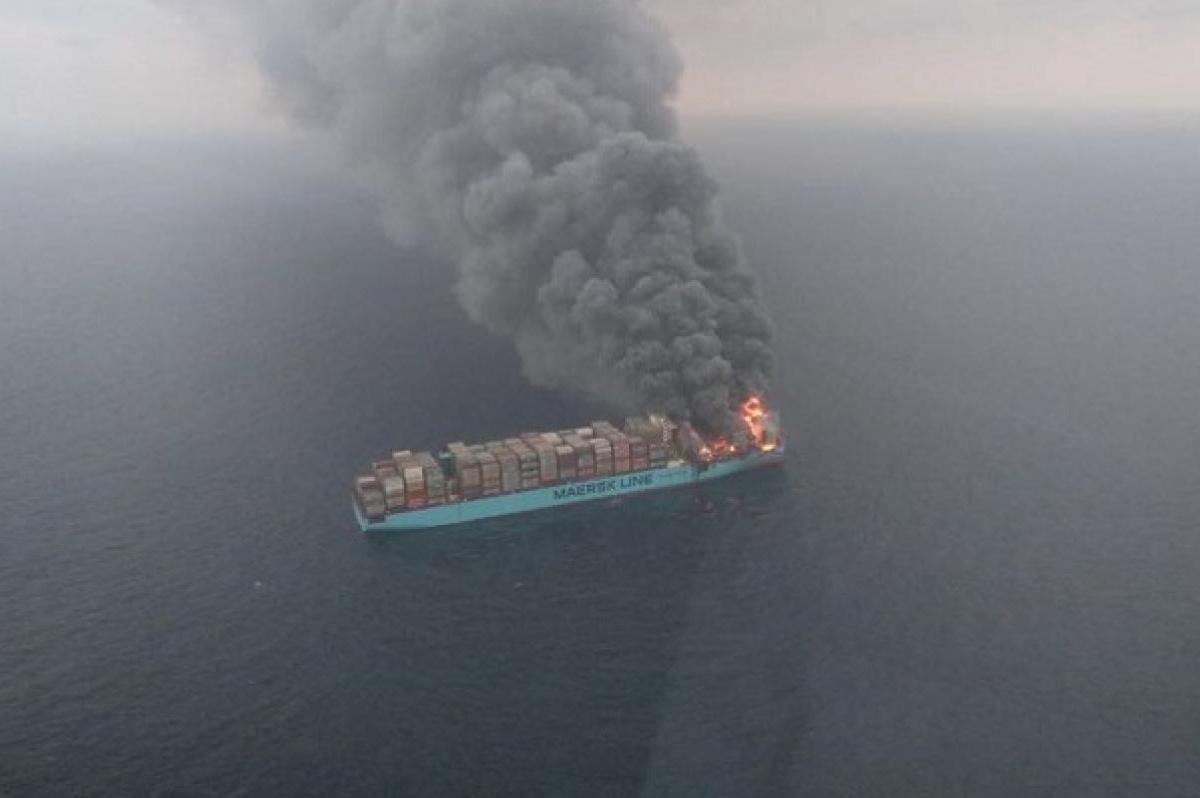 Δύσκολο να βρεθούν πρακτικές λύσεις για την αντιμετώπιση της πυρκαγιάς σε πλοία containers - e-Nautilia.gr | Το Ελληνικό Portal για την Ναυτιλία. Τελευταία νέα, άρθρα, Οπτικοακουστικό Υλικό