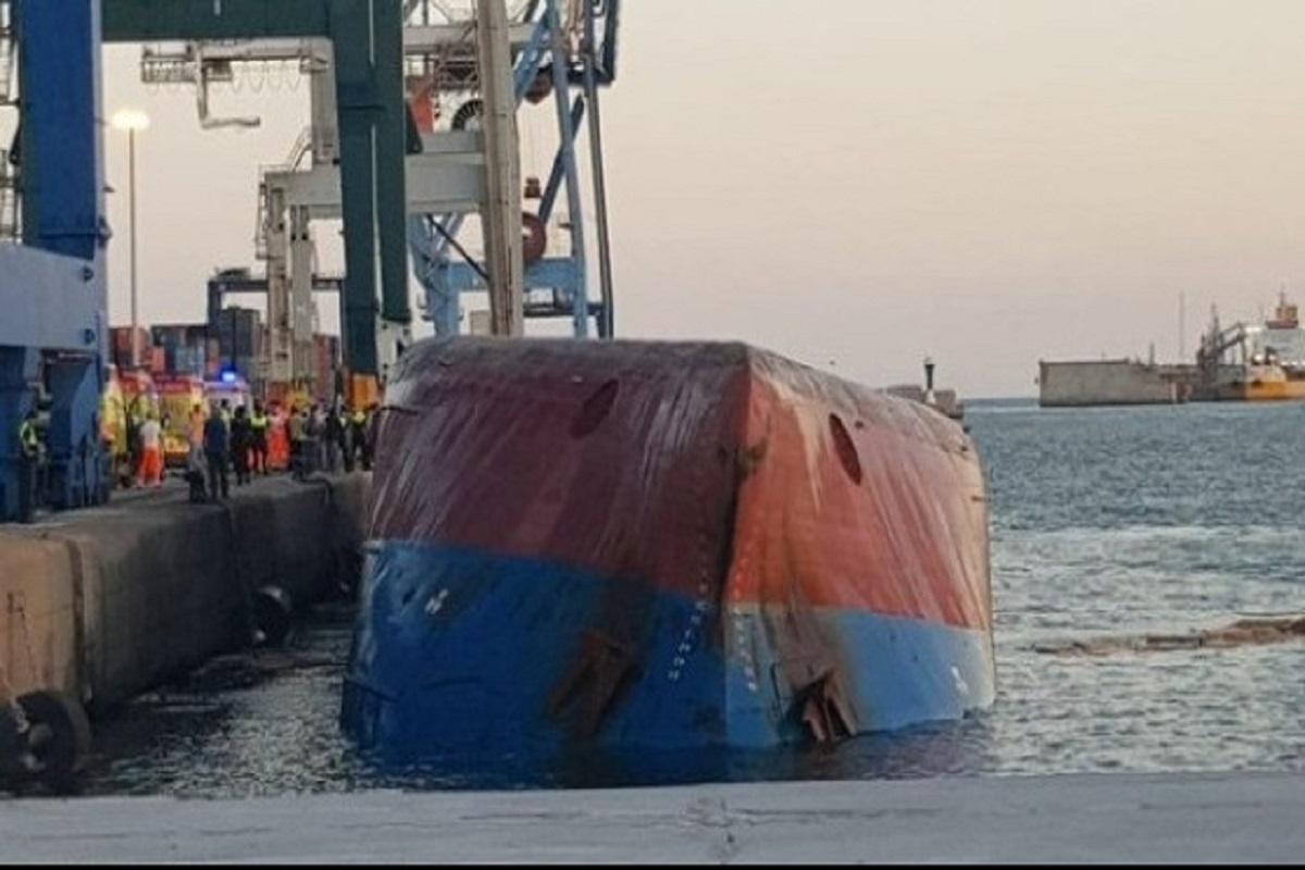 Πλοίο ανατράπηκε ενώ βρισκόταν προσδεμένο- δυο ναυτικοί αγνοούνται - e-Nautilia.gr | Το Ελληνικό Portal για την Ναυτιλία. Τελευταία νέα, άρθρα, Οπτικοακουστικό Υλικό