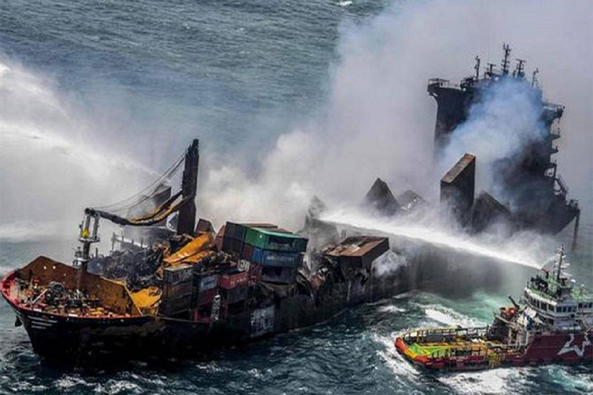 Τελευταία νέα σχετικά με το X-PRESS PEARL: Αισιοδοξία ότι το πλοίο δεν θα βυθιστεί - e-Nautilia.gr   Το Ελληνικό Portal για την Ναυτιλία. Τελευταία νέα, άρθρα, Οπτικοακουστικό Υλικό