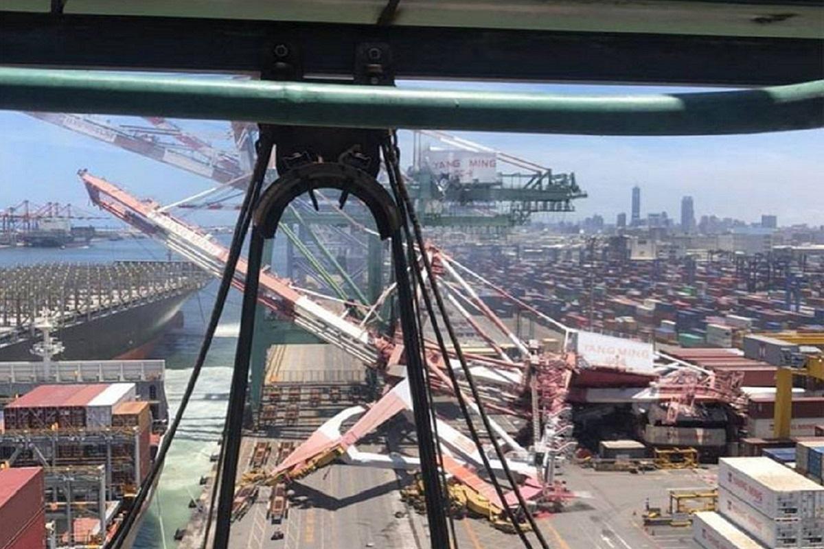 ΒΙΝΤΕΟ: Πλοίο κοντέινερ της  OOCL προσέκρουσε σε 2 γερανούς προκαλώντας καταστροφή – 2 άνθρωποι παγιδεύτηκαν - e-Nautilia.gr   Το Ελληνικό Portal για την Ναυτιλία. Τελευταία νέα, άρθρα, Οπτικοακουστικό Υλικό
