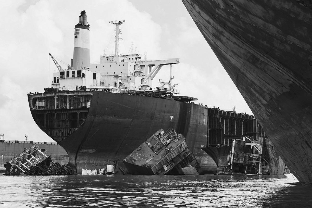 Η χρησιμοποίηση της σημαίας ευκαιρίας για την εκμετάλλευση του σπασίματος των πλοίων και τη μόλυνση του περιβάλλοντος (video) - e-Nautilia.gr   Το Ελληνικό Portal για την Ναυτιλία. Τελευταία νέα, άρθρα, Οπτικοακουστικό Υλικό
