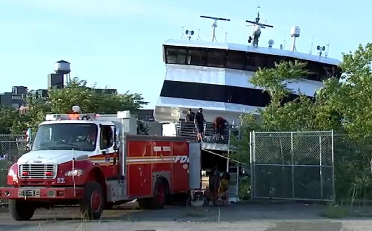 125 διασώθηκαν από ferry που προσάραξε στη Νέα Υόρκη (video) - e-Nautilia.gr | Το Ελληνικό Portal για την Ναυτιλία. Τελευταία νέα, άρθρα, Οπτικοακουστικό Υλικό