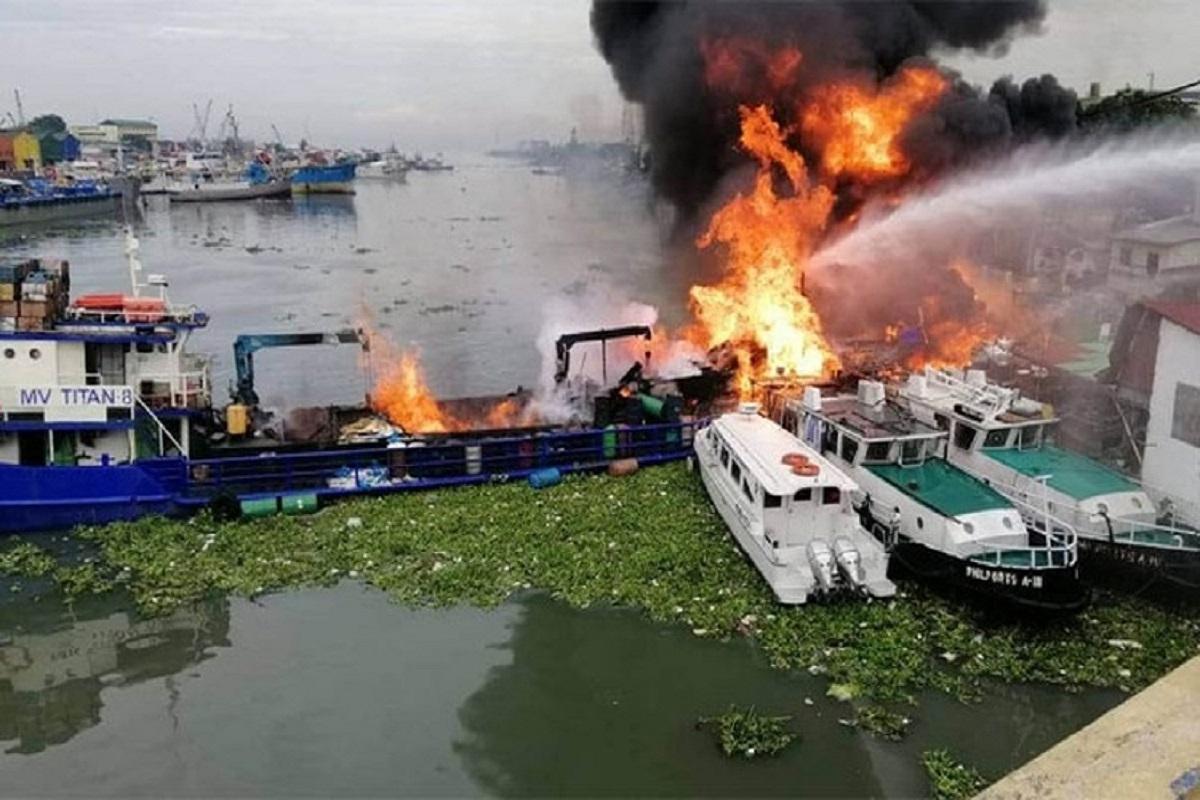 ΒΙΝΤΕΟ: Φορτηγό πλοίο βυθίστηκε στις φιλιππίνες μετά από πυρκαγιά και έκρηξη- δυο αγνοούμενοι - e-Nautilia.gr | Το Ελληνικό Portal για την Ναυτιλία. Τελευταία νέα, άρθρα, Οπτικοακουστικό Υλικό